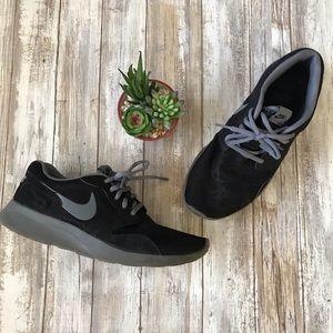 NIKE womens tennis shoes - black & gray